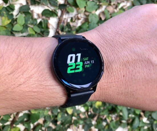 Samsung Galaxy Watch Active 2 no pulso.