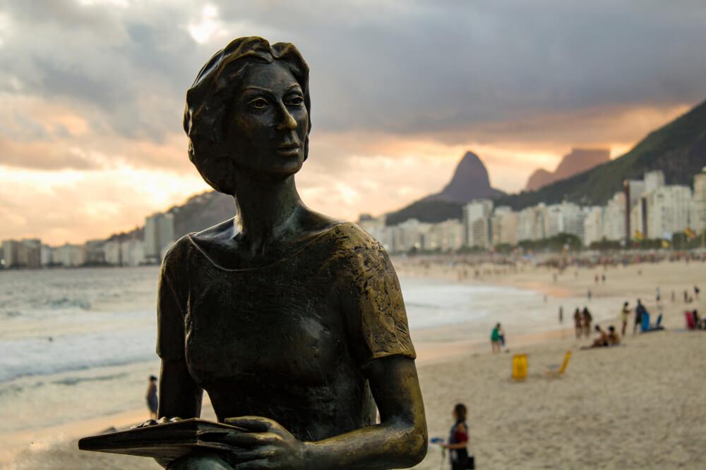 Estátua Da Clarice Lispector No Rio De Janeiro.