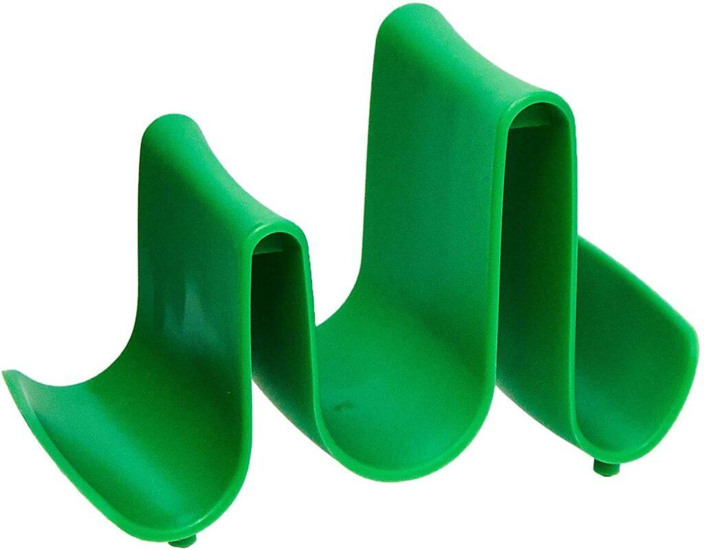 Apoiador de tampas verde com ondas, utensílio de cozinha diferentes.