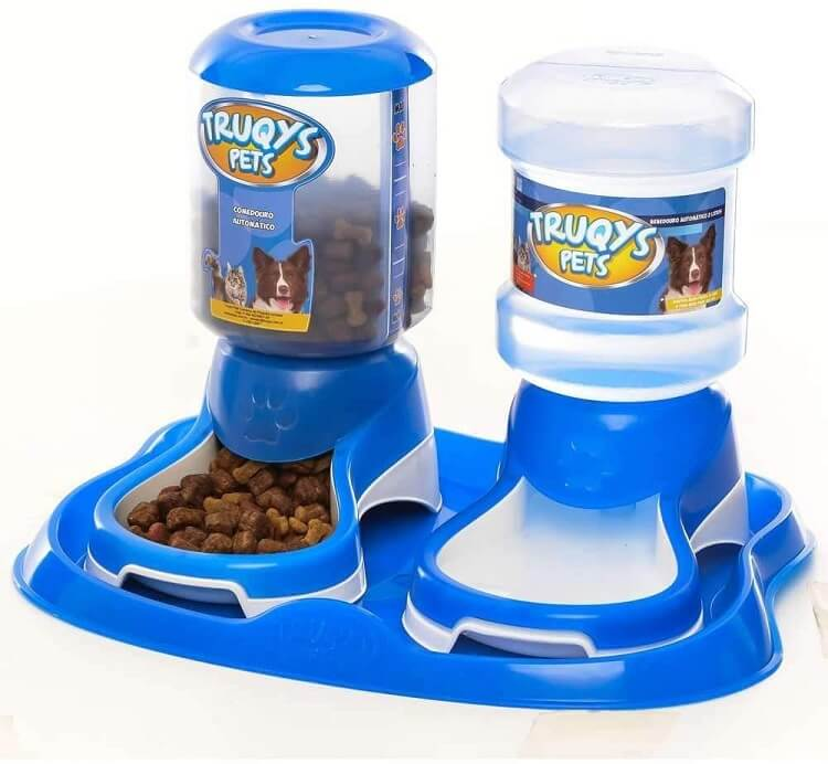 Potes de ração e água para cachorros azul.
