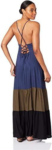 Mulher utilizando vestido casual longo 3 cores da Mercatto.