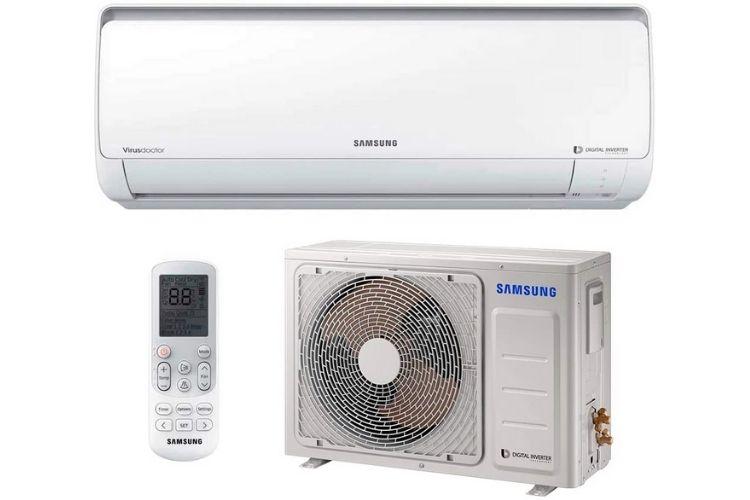 Ar-condicionado da marca Samsung. Mostra-se o controle, parte interna e externa na cor branca.