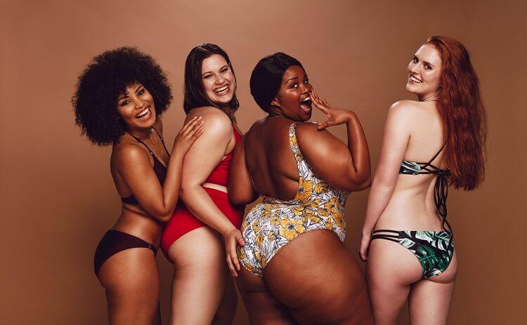 Mulheres Negras E Brancas Com Biquíni
