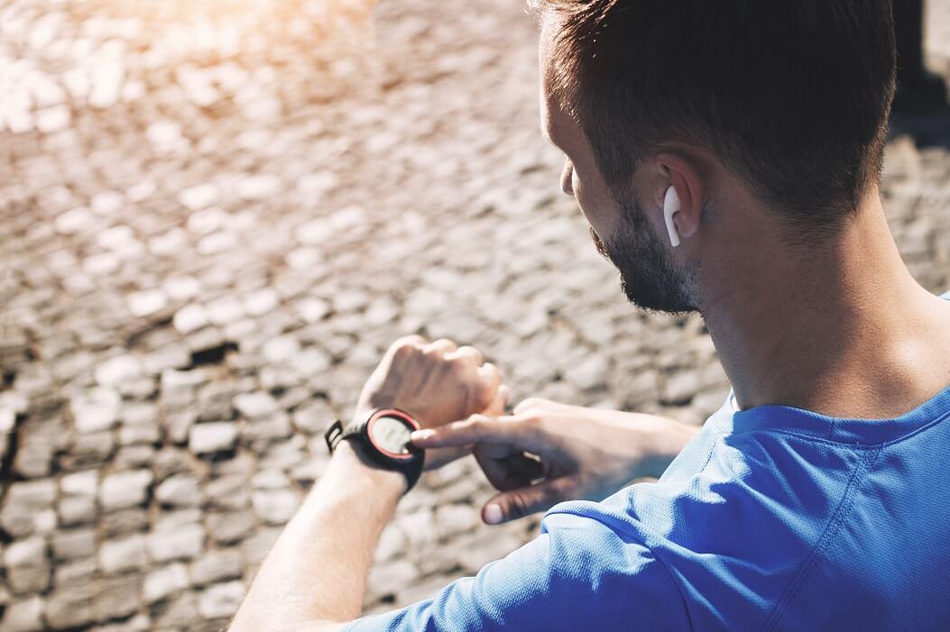 Corredor Utilizando O Smartwatch Xiaomi Amazfit Pace