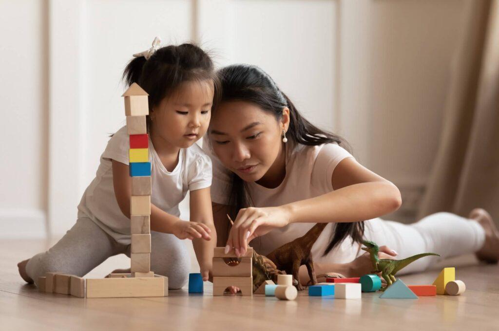 Torres são ótimas opções de brinquedos de madeira