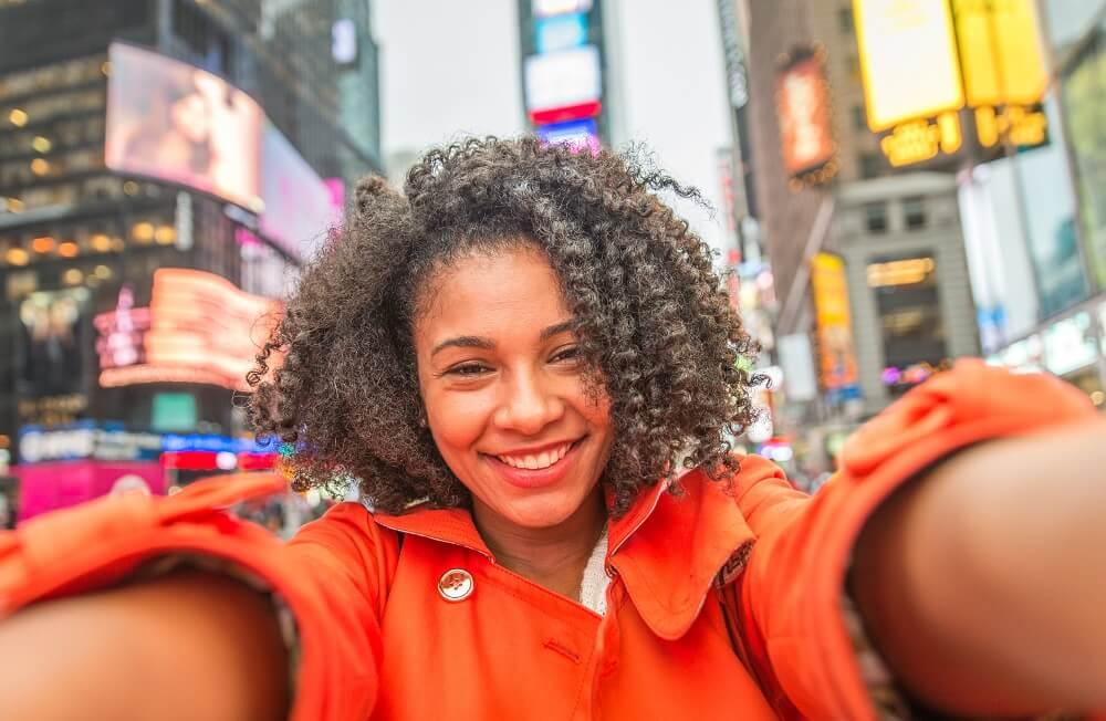 Mulher Negra Tirando Selfie Em Time Square, Nova York