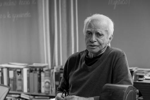 Escritor Ignácio De Loyola Brandão Durante Entrevista Ao Cândido - Jornal Da Biblioteca Pública Do Paraná. Registro Reproduzido De Carla Formanek.